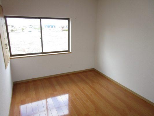 2階6帖の洋室の写真です(洋室)