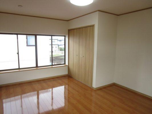 2階9帖の洋室の写真です(洋室)