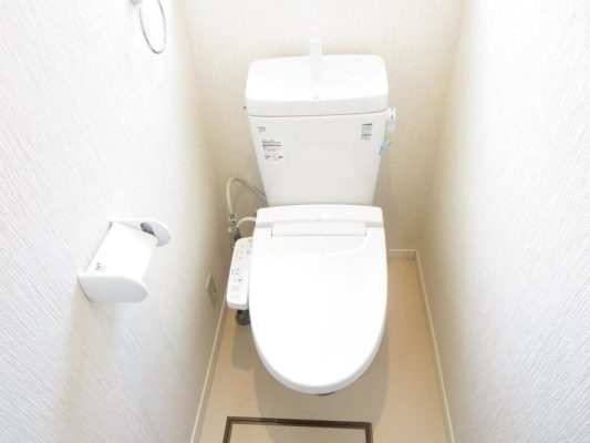 LIXIL製の洗浄機能付き温水暖房便座の水洗便器を新設しました(トイレ)