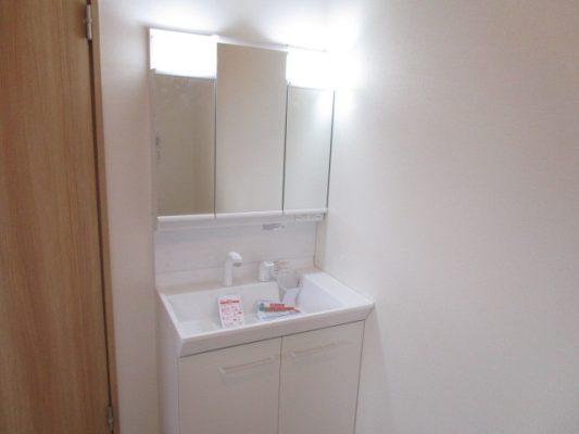 LIXIL製の洗面化粧台を新設しました(洗面所)