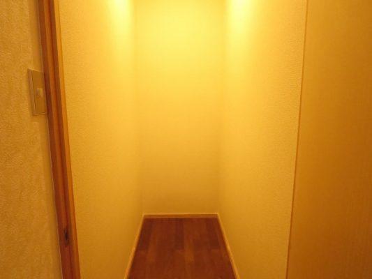 一階廊下には収納スペースも豊富にあります(収納)