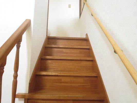 階段には手すりを取り付けました
