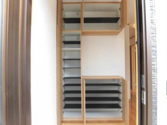 玄関に新しく設置したシューズボックスです(玄関)