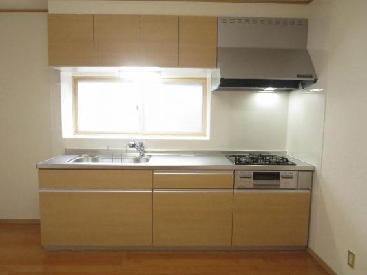 キッチンはLIXIL製の新品システムキッチンに交換しました(キッチン)