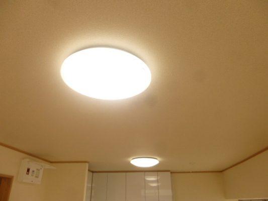 各部屋の照明はLED照明に全て交換しました(設備)